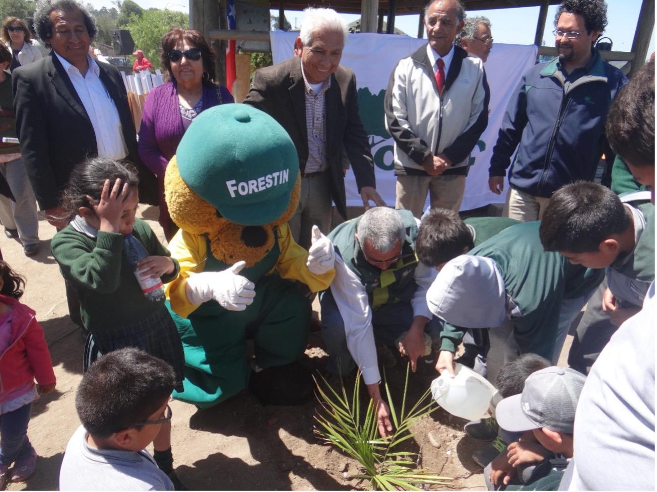 Convenio entre CONAF y Fundación Siglo XXI, permitirá sumar más áreas verdes para San Antonio.