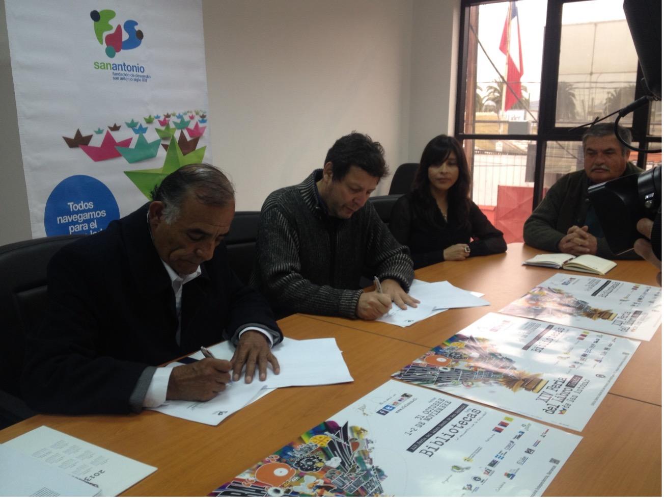 Fundación de Desarrollo San Antonio siglo XXI, entregó aportes para realización de Feria del Libro Usado de San Antonio